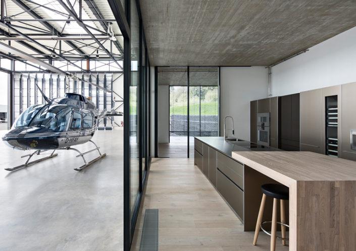 Hubschrauber Flugschule und Eventlokation im Taunus mit bulthaup Küche b3
